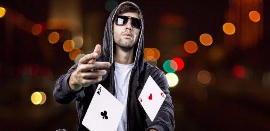 Pokerin pelaamisella voittoihin?